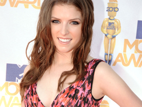 540156a33281x211.jpg Anna Kendrick Sprinted Onstage To Accept MTV Movie Awards Best Movie