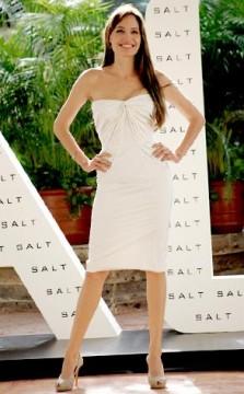b3df4eeb6893x473.jpg 223x360 Angelina Jolie is Salt, and Awesome
