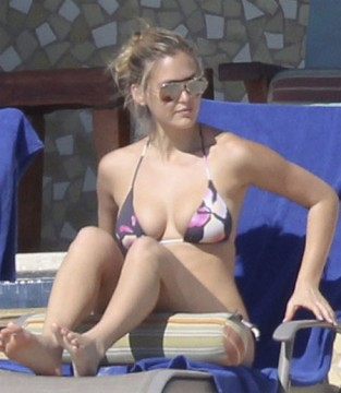 e52f51e6ffni TOP.jpg 313x360 Bar Refaeli is Hot in Her Bikini of the Day