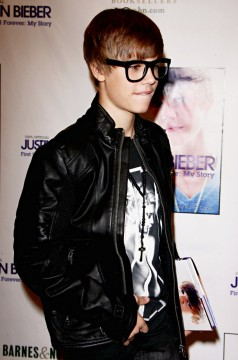 f306cbd5b3103110.jpg 238x360 Justin Bieber Wants Grandmothers Cheesecake for 17th Birthday