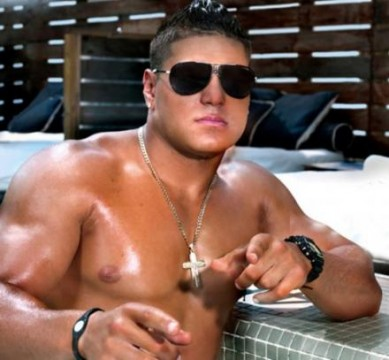 "ab7bd23e9940x407.jpg 389x360 Will ""One Shot"" Case Keep Ronnie Magro From Filming Jersey Shore in Italy?"