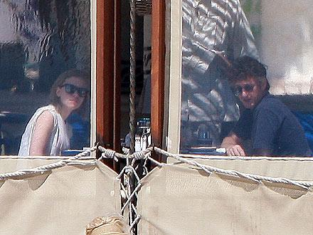 b447f0012c205756.jpg Scarlett Johansson and Sean Penn Mexico photo