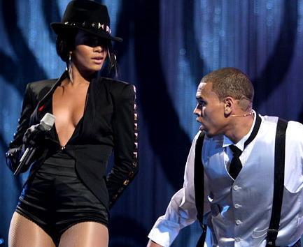 e60c6d238a33x354.jpg Rihanna, Chris Brown Booked For Today Show Summer Concert Series