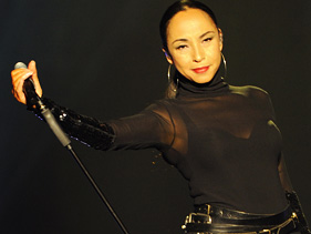 869047e2b081x211.jpg Sade Keeps It Super Smooth On NY Tour Stop