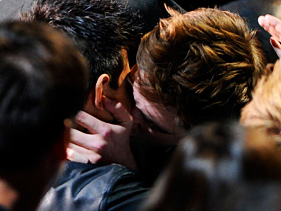 c96e2b7d8181x211.jpg Twilight Movie Awards Kiss Shocked Ryan Reynolds, Blake Lively