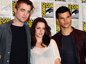 b85b013de581x211.jpg Twilight Stars Tease Epic Finale At Comic Con