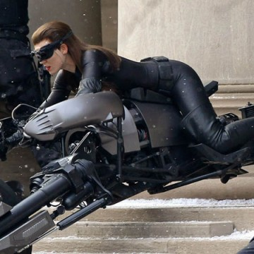 46cbc2ead0kdfhjk.jpg 360x360 Anne Hathaway As Catwoman of the Day